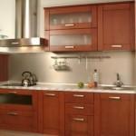 Tủ bếp giáng hương cho nhà nhỏ